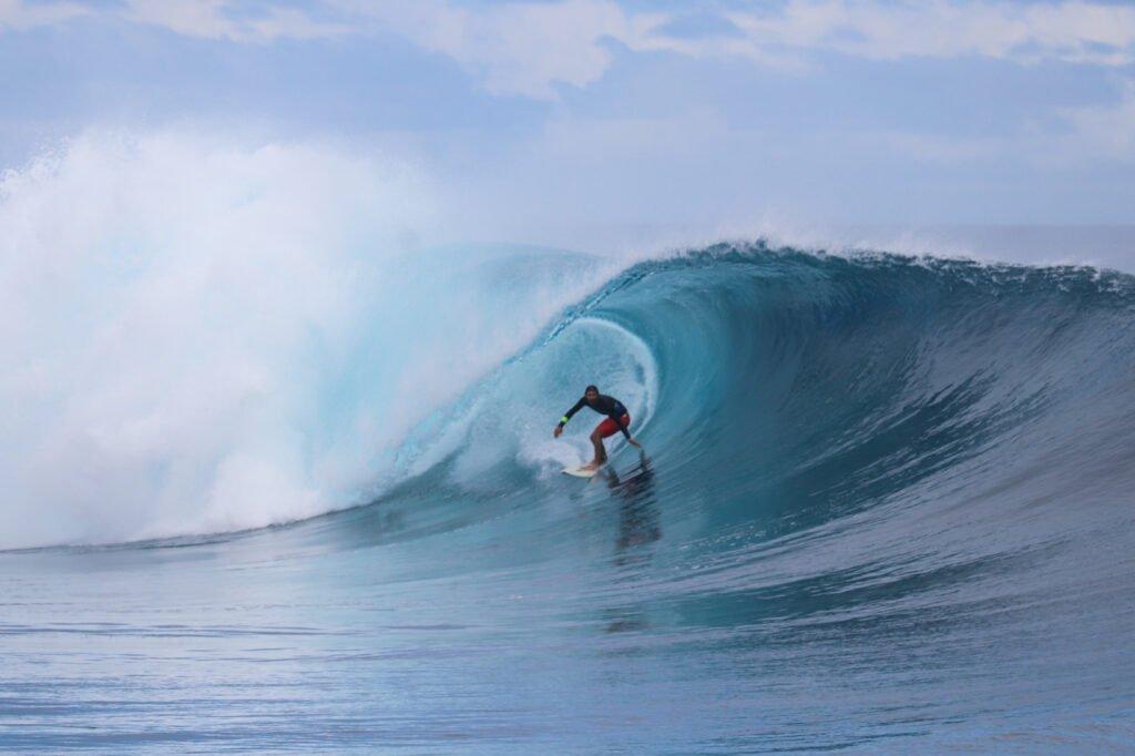 Frigates Wave in Fiji Surfing